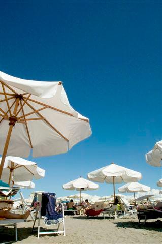 spiaggia ombrelloni Lignano (Zambelli).jpg