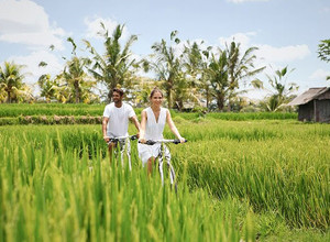 Прогулка по рисовым полям, велотур и полет на вертолете в Viceroy Bali, Бали