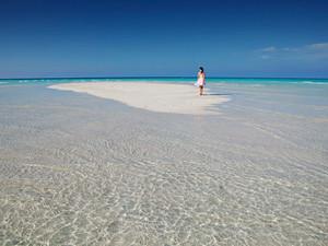 В Таиланде открылись общественные пляжи