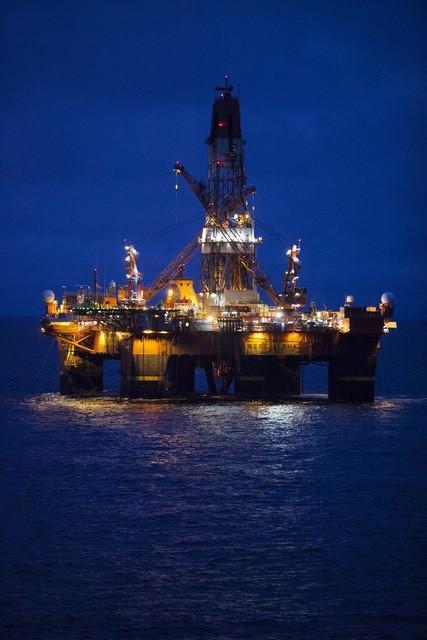 Нефтяная платформа в Карском море. Фото - ОАО НК РОСНЕФТЬ.jpg