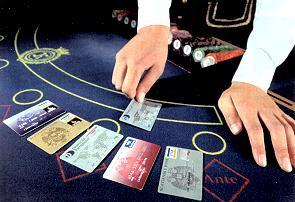 Троих россиян задержали за махинации с банковскими картами