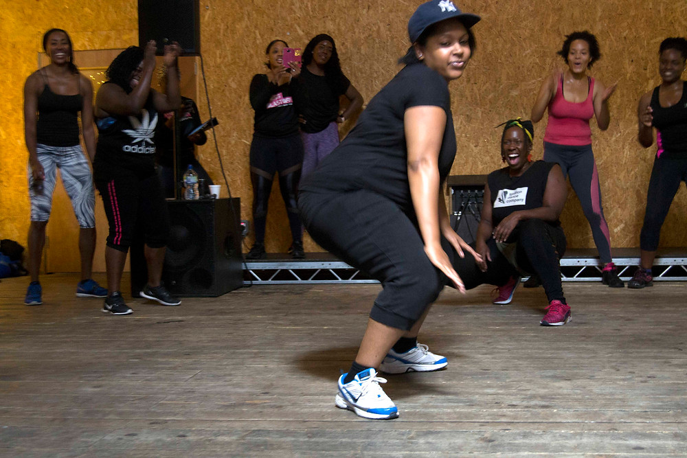 Lady freestyling in the Dancehall session