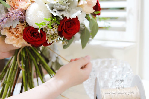 手綁花束投入花器(桌花課程B)