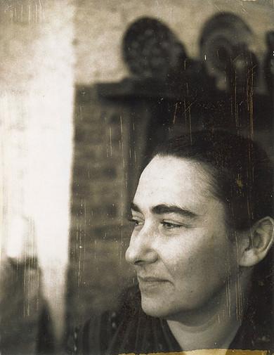 Pat Passlof, 1976. Image credit: Copyright Milton Resnick and Pat Passlof Foundation