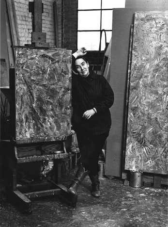 Pat Passlof in her studio on Forsyth Street, c. 1980. Image credit: Peter Bellamy, copyright Peter Bellamy. Courtesy Milton Resnick and Pat Passlof Foundation.