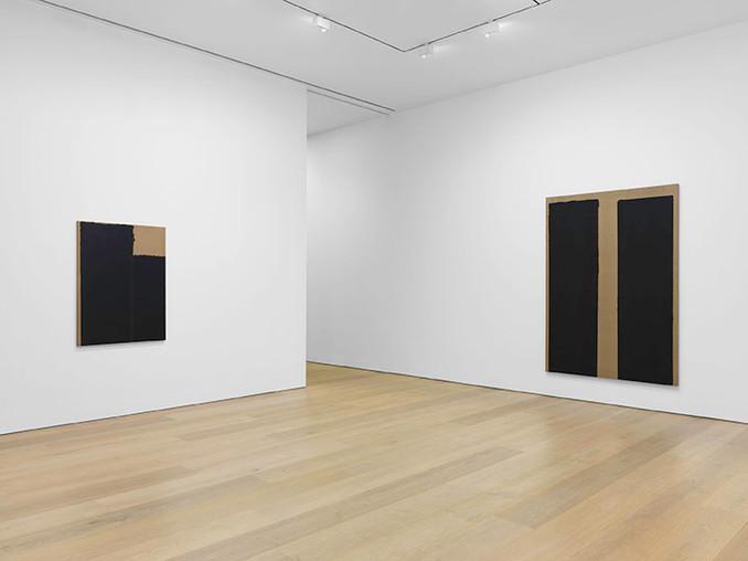 Installation view, Yun Hyong-keun, David Zwirner, New York, 2020 Courtesy David Zwirner