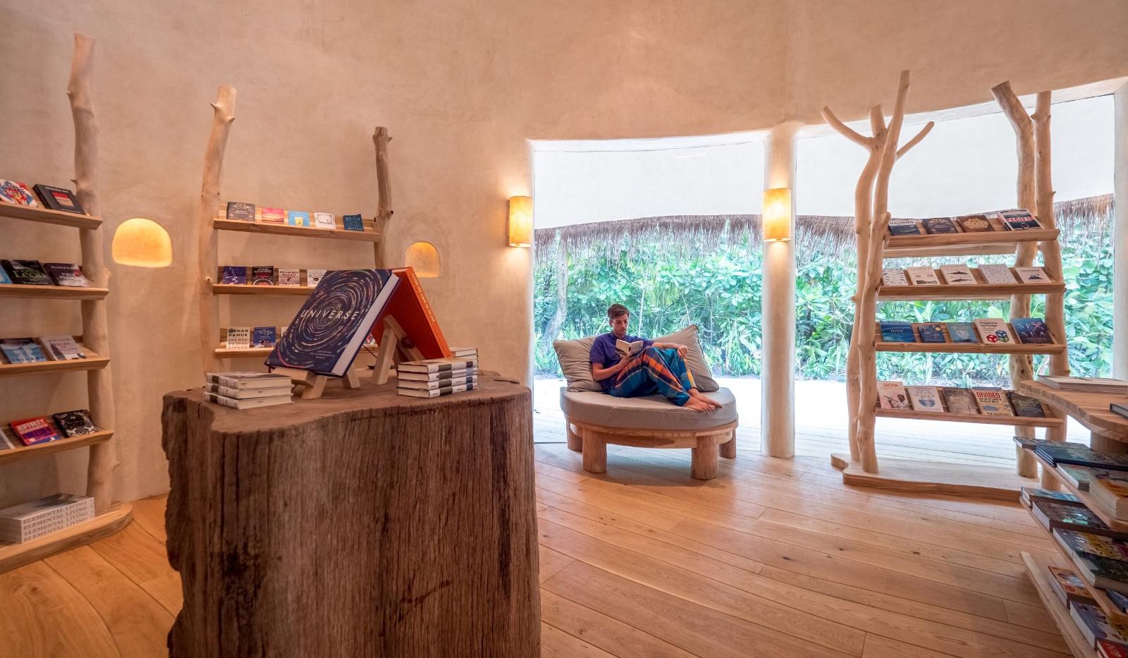 The Barefoot Bookseller bookshop by Julia Neeson📸