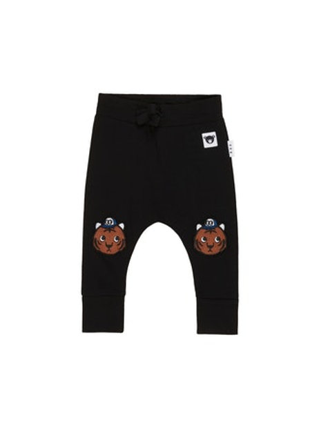 Zwarte broek met tijger