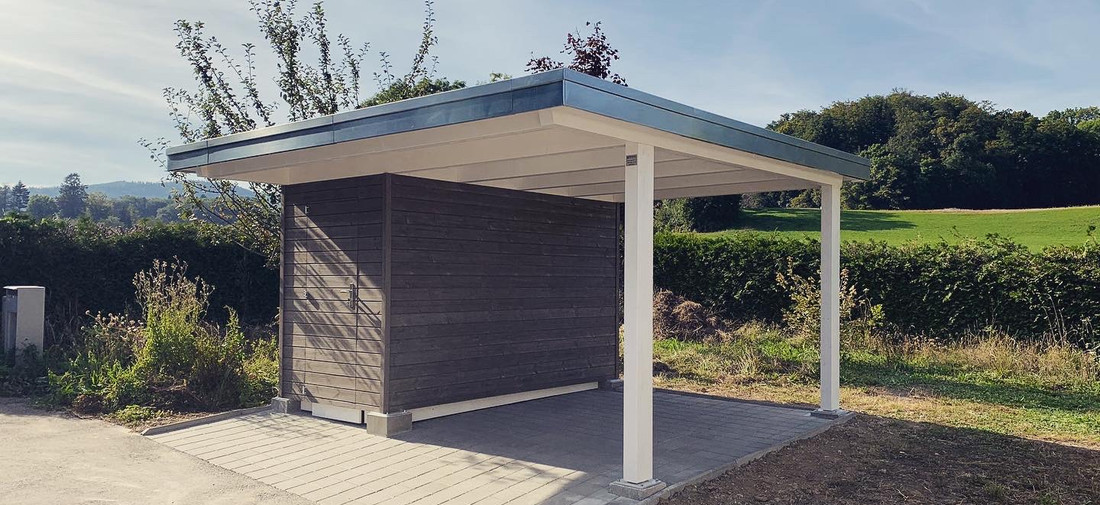 Couvert toit plat avec local de rangement