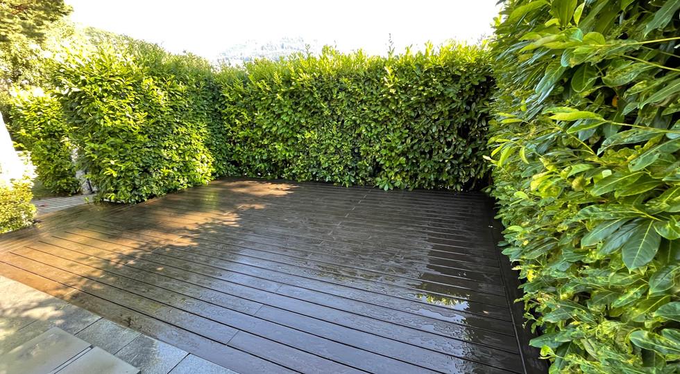 Terrasse attenante à la piscine