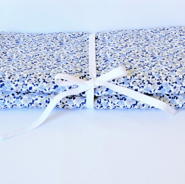 Tapis à langer fleurettes bleus