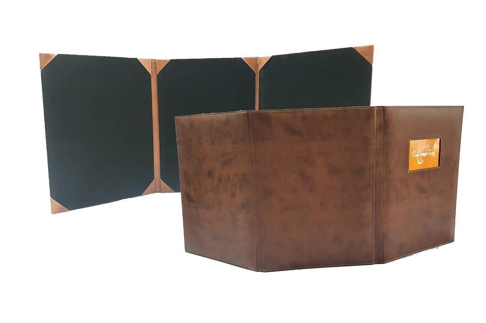 Porta menú elegante realizado en cuerina con gamuza interna