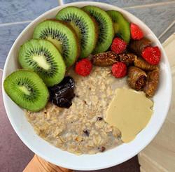 Porridge, kiwi and Tahini bowl