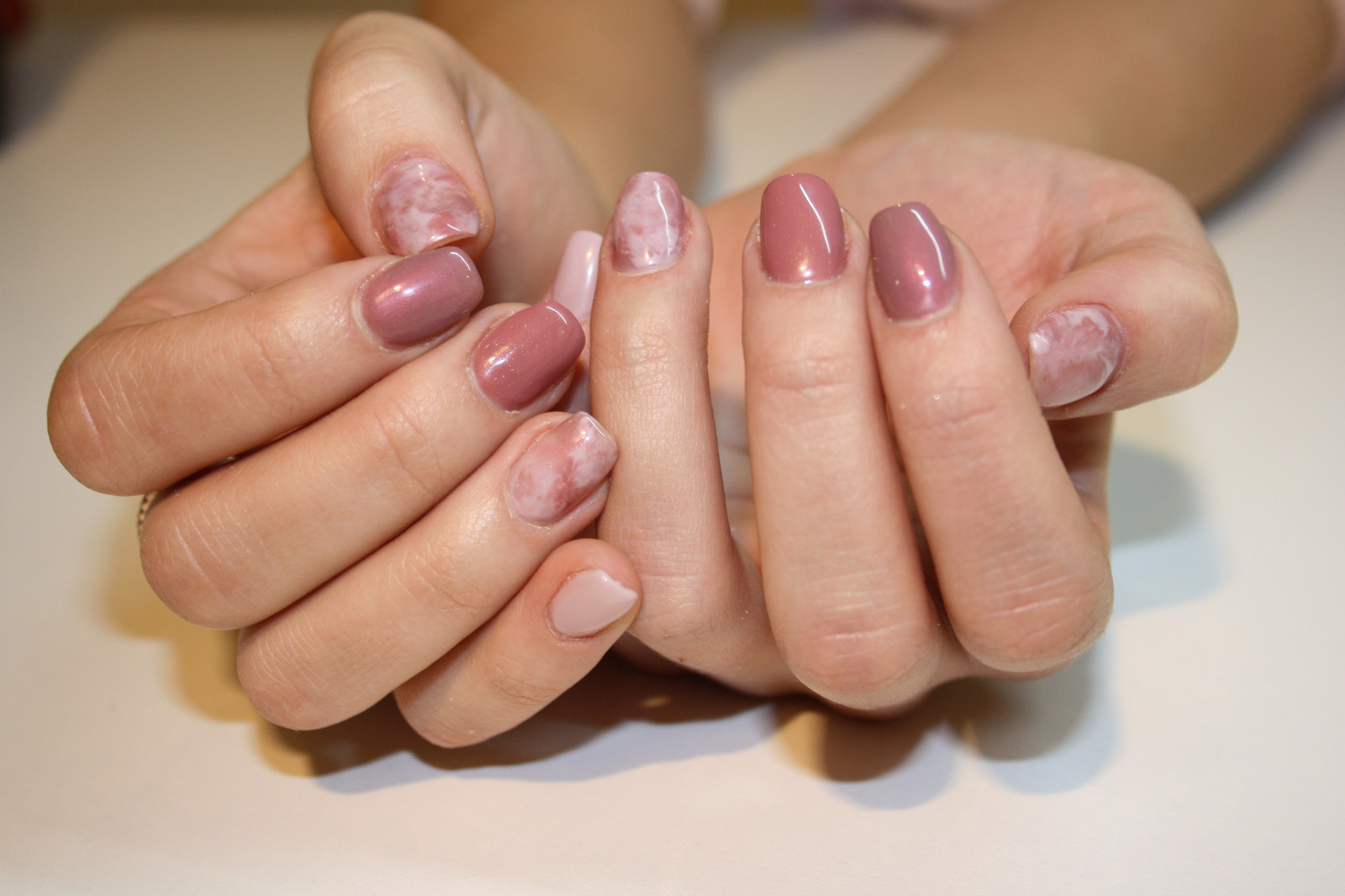 finest ongles gel effet marbre rose with ongle en gel rose