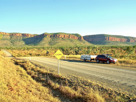 outback-3760012_1920.jpg