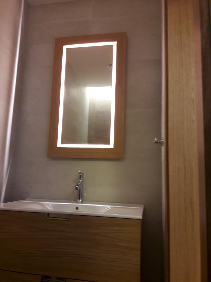 šviečiantis_veidrodis_tualete.jpg
