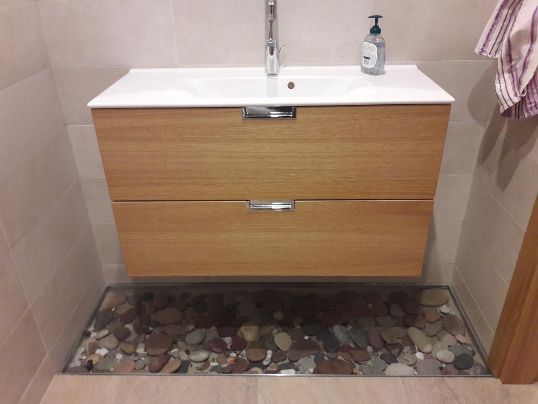 Tualetas su akmenimis grindyse.jpg