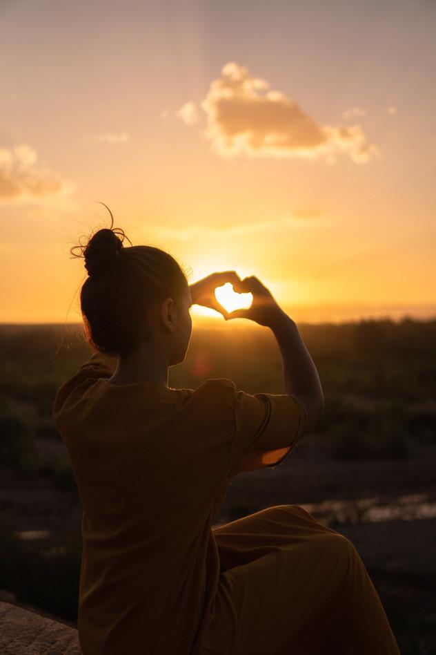 לאהוב את עצמנו לפני שאנחנו אוהבים מישהו אחר - האמנם?