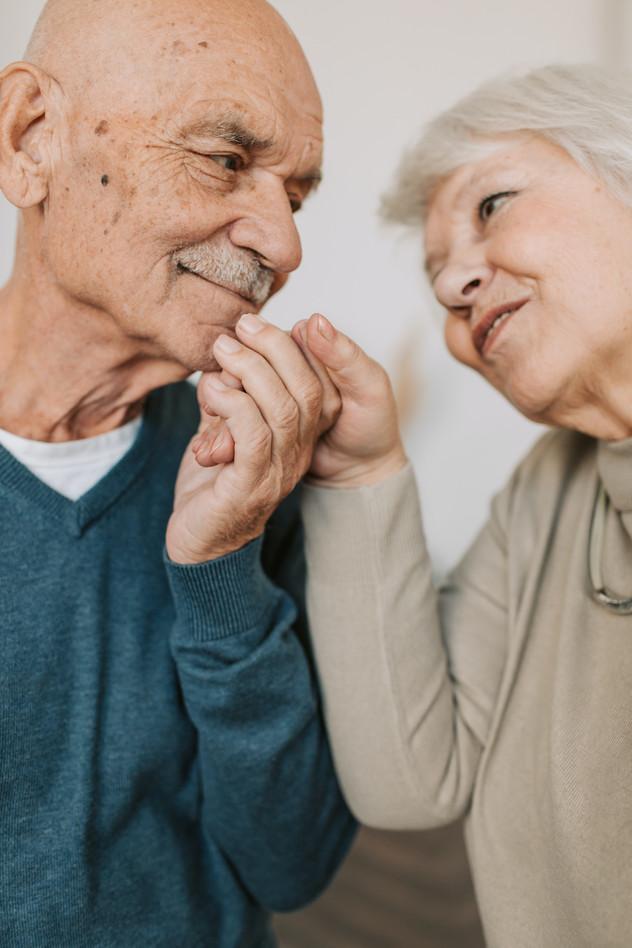 מבוגרים מאושרים או מבוגרים ואומללים?