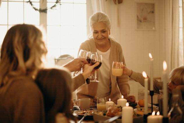 איך לנווט את החגים בהצלחה עם החמים והחמות?