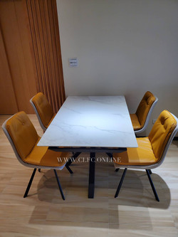 Table and chairs 餐桌 餐椅