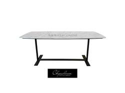 餐桌 Table