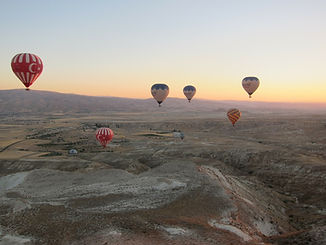 hot-air-balloon-331026_1920.jpg