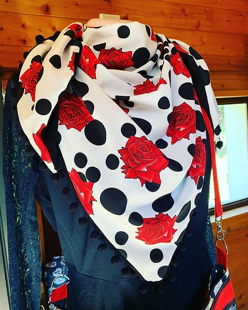 Chèche Blanc avec des Roses Rouges - Fas