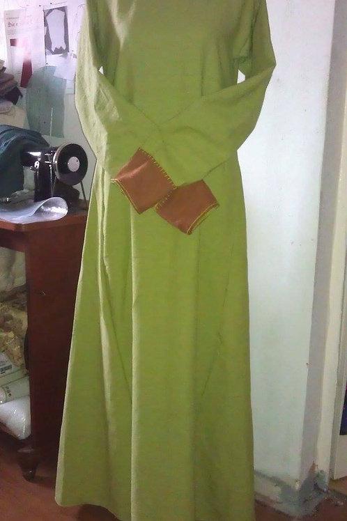 Damenkleid mit Besatz