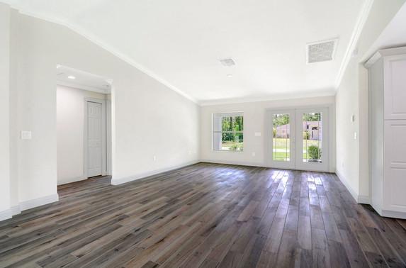 white_wall_dark_floor[1].jpg
