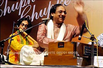 Milind-Date-with-Ghulam-Ali-in-Concert-1
