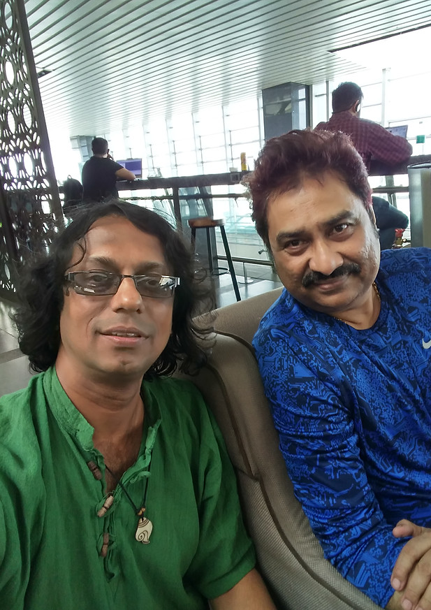 Milind with Kumar sanu.jpg