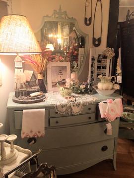Hepplewhite Painted Dresser