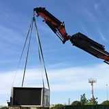 Transporte-de-maquinaria-con-camion-grua