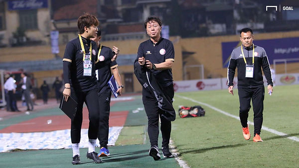 Coach Chung Hae soung at Half Time.jpg