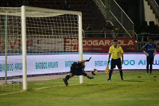 Tiến Dũng Saves Akinade's Penalty.jpg