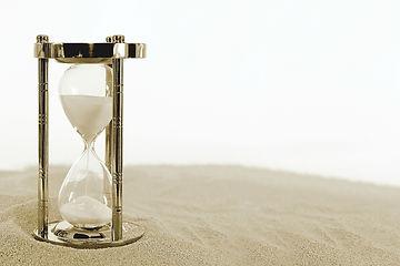 hourglass-2910948_1920.jpg