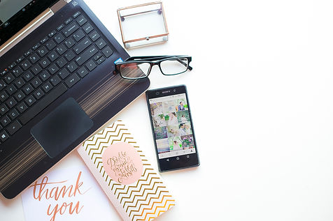 LIFESTYLE GIRLBOSS MOMBOSS DREAMERS CREATORS DESK