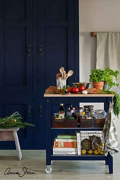 chalk-paint-in-oxford-navy-kitchen-by-an