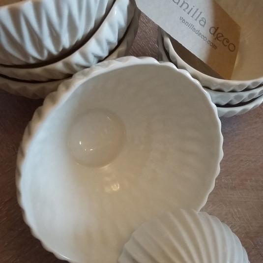 Textured procelain bowls