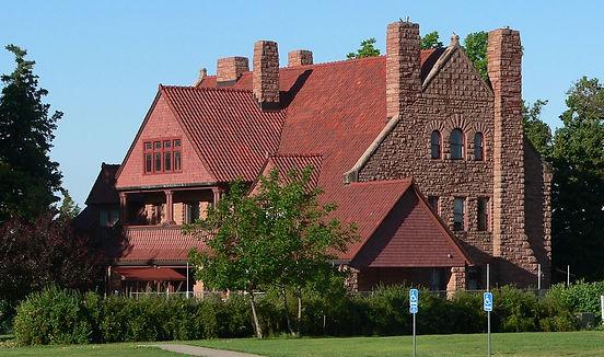 1200px-Frank_House_(Kearney,_Nebraska)_f