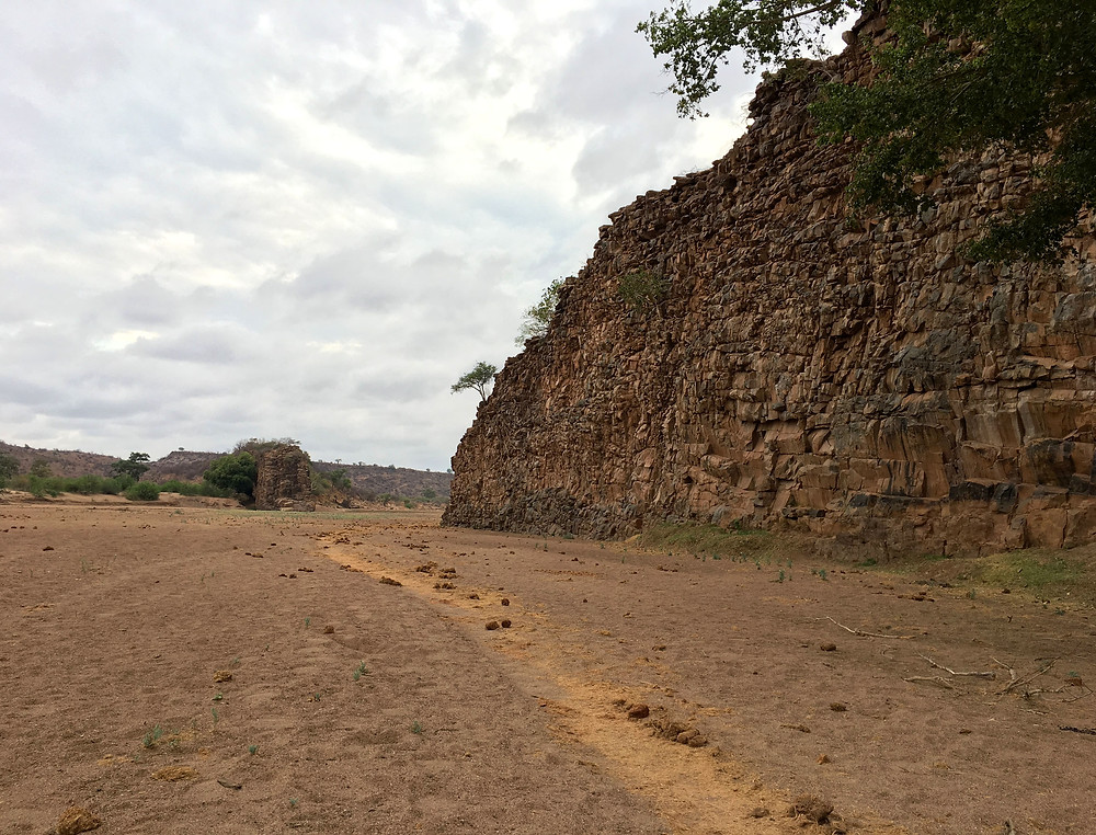The Motlotse flowed right over Solomon's Wall. One can only imagine the time and intensity of the river required to completely erode this 10m high wall.