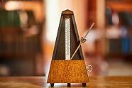 classic-metronome-room-warm-tone-260nw-1