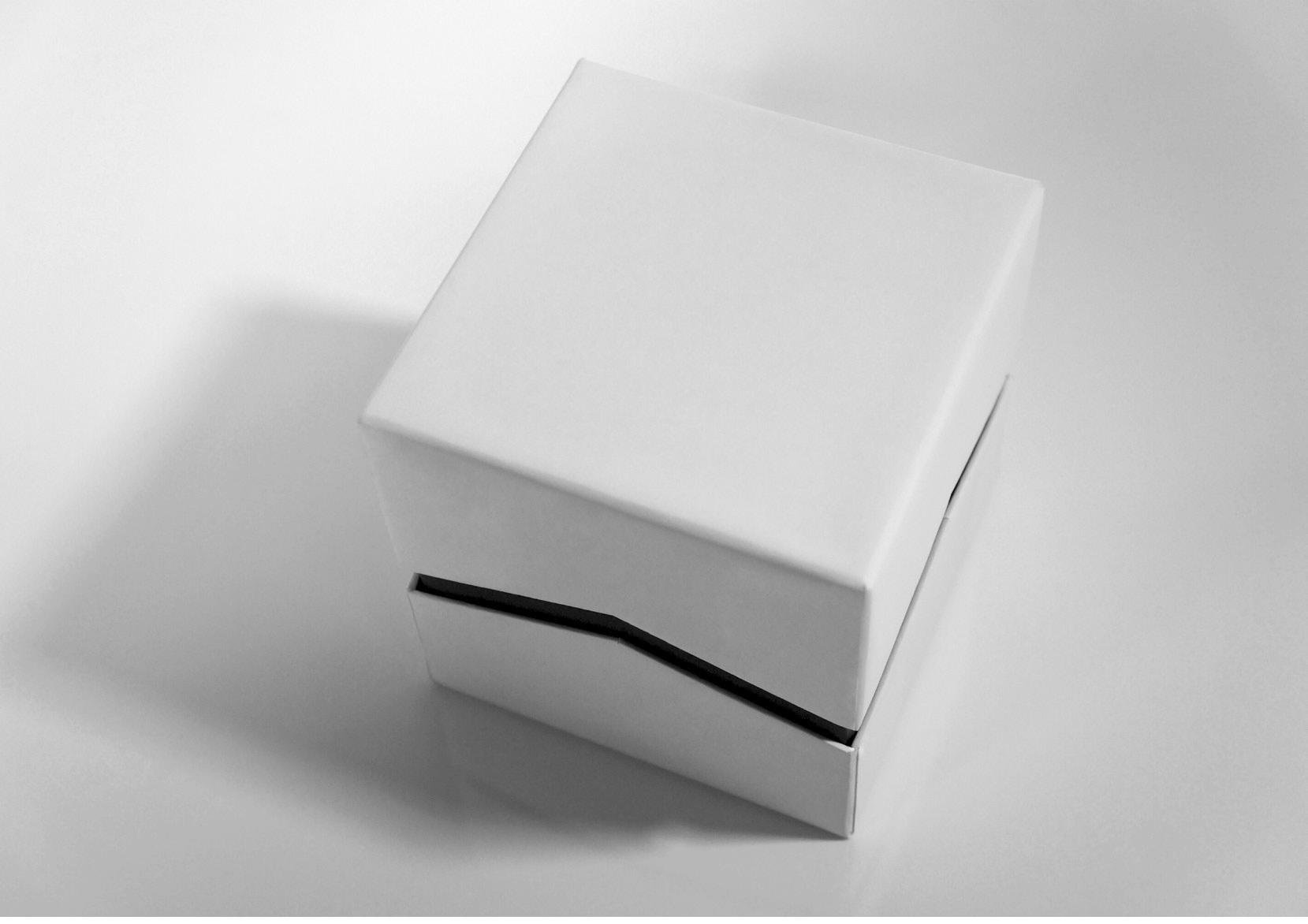 Zig Zag Cuff Box 02