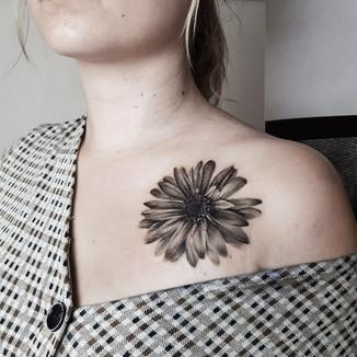 flower daisy tattoo realistic shoulder g