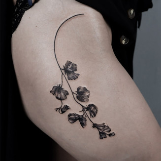 tattoo ink sweet pae girl berlin lital din thigh body art inked realistic flower black and grey