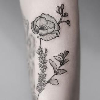 botanical tattoo girl flower poppies pla