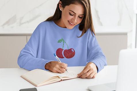 sweatshirt-mockup-featuring-a-smiling-wo
