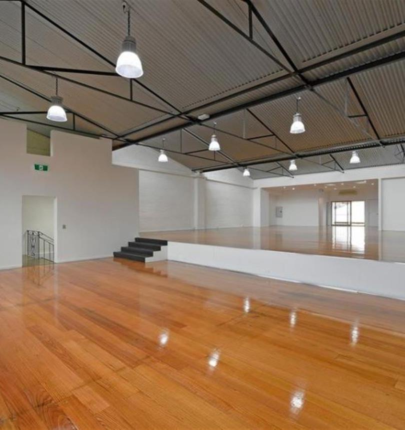 Internal ceiling