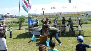 鯉のぼりフェスタ 緑米餅つき実演